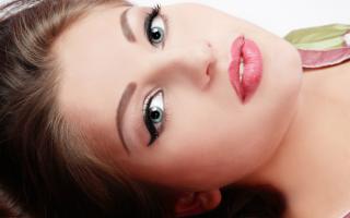 Перманентный макияж для молодой мамы: как подчеркнуть образ!