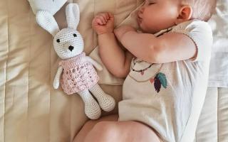 Как продлить короткие дневные сны ребенка?